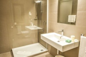 Grand Hotel Europa superior bathroom